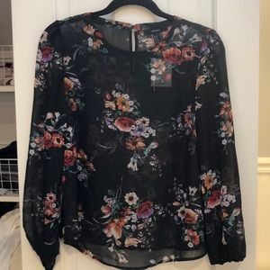 NWT FLORAL PRINTED BLOUSE